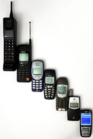 200pxmobile_phone_evolution